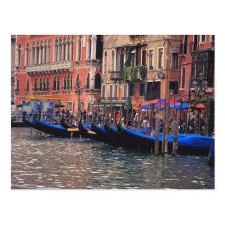 Carte Postale L'Europe, Italie, Venise, gondoles dans le canal