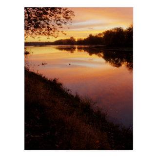 Carte Postale Lever de soleil au-dessus de la rivière de Maumme
