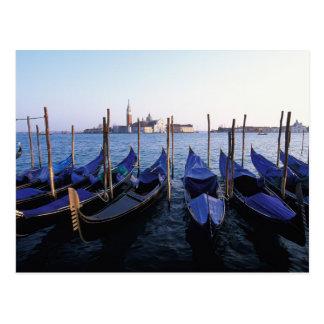 Carte Postale L'Italie, la Vénétie, Venise, rangée des gondoles