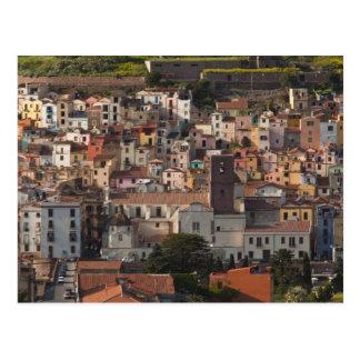 Carte Postale L'Italie, Sardaigne, Bosa. Vue de ville avec
