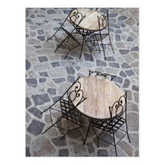 Carte Postale L'Italie, Sardaigne, Castelsardo. Tables de café