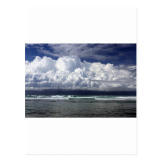 Carte Postale Littoral tropical de nuages de tempête
