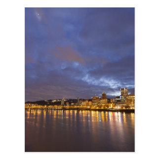 Carte Postale Lumières de ville réfléchies en rivière de