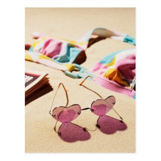 Carte Postale Lunettes de soleil de forme de haut de bikini et
