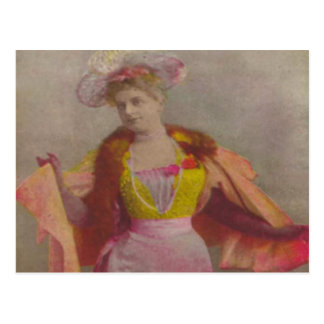 Carte Postale Madame from 1900, habillée dans le rose