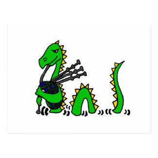 Carte Postale Monstre drôle de Loch Ness jouant les cornemuses