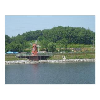 Carte Postale Moulin à vent sur un lac en Corée