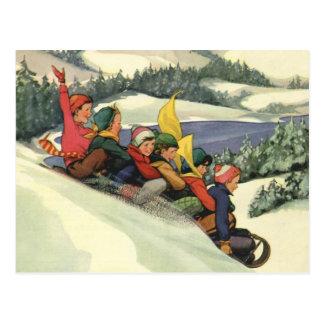 Carte Postale Noël vintage, enfants Sledding sur une montagne
