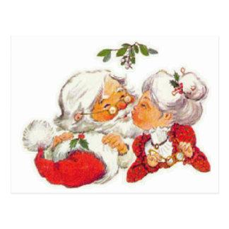Carte Postale Noël vintage Père Noël embrassant Mme Claus