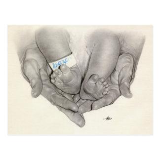 Carte postale nouveau-née de mains de pieds de