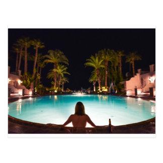 Carte Postale Paumes, piscine, femme et bière…