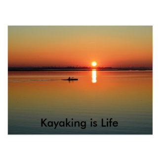 Carte Postale Pêche Kayaking de navigation de canoë-kayak - est