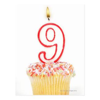 Carte Postale Petit gâteau avec une bougie numérotée 3