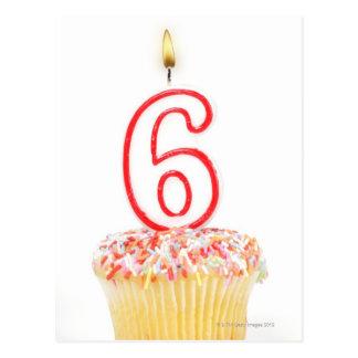 Carte Postale Petit gâteau avec une bougie numérotée 4