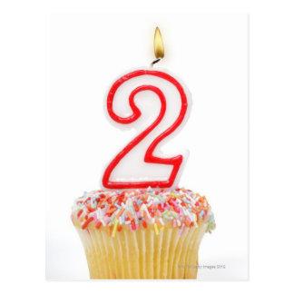 Carte Postale Petit gâteau avec une bougie numérotée 6