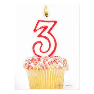 Carte Postale Petit gâteau avec une bougie numérotée 9