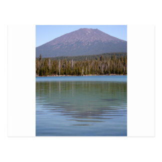 Carte Postale Peu de lac et volcan lava