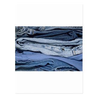 Carte Postale pile de jeans de denim