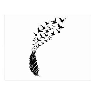 Carte Postale Plume noire avec des oiseaux de vol