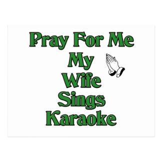 Carte Postale Priez pour moi que mon épouse chante le karaoke