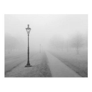 Carte Postale Réverbères dans le brouillard