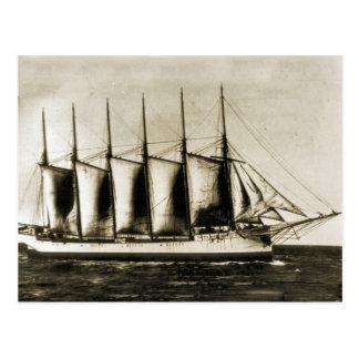 Carte Postale Six bateaux en bois mâtés