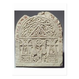 Carte Postale Stela funéraire avec une colombe ou un aigle,