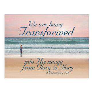 Carte Postale Transformé en sa bible d'image, fille sur la plage