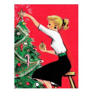 Carte Postale Trimmer d'arbre de Noël d'années '50
