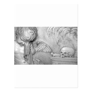 Carte Postale Un ange pleure plus d'un crâne