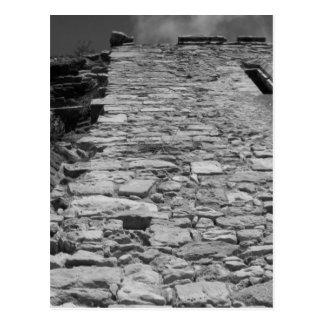 Carte Postale Vieux bâtiment. Mur en pierre grand