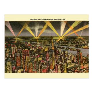 Carte postale vintage de nuit de gratte-ciel de
