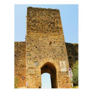 Carte Postale Vue d'angle faible d'un fort, Porta Franca,