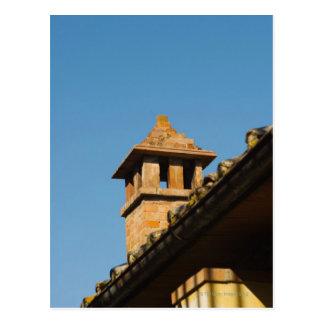 Carte Postale Vue d'angle faible d'une cheminée sur un toit, San