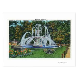 Carte Postale Vue de la fontaine commémorative, université de
