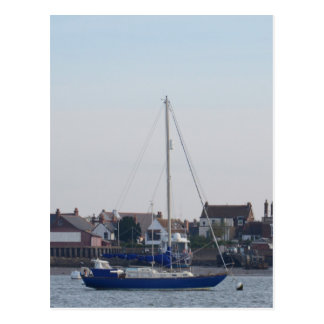 Carte Postale Yacht bleu sur l'acroupissement