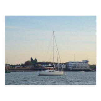 Carte Postale Yacht moderne de trente pieds