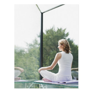 Carte Postale Yoga de pratique de femme
