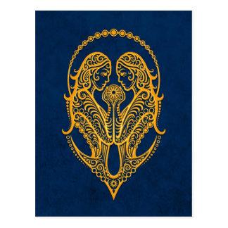 Carte Postale Zodiaque jaune complexe de Gémeaux sur le bleu