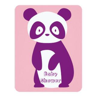 Carte pourpre d'invitation de baby shower de panda