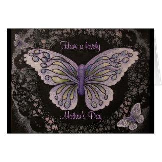 Carte pourpre du jour de mère de papillon