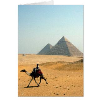 Carte pyramides de désert de chameau