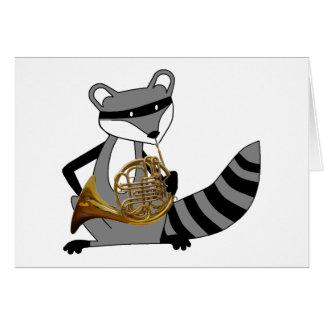 Carte Raton laveur jouant le cor de harmonie