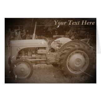 Carte Sépia grise vintage de photo de tracteur de