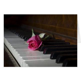 Carte S'est levé sur le piano