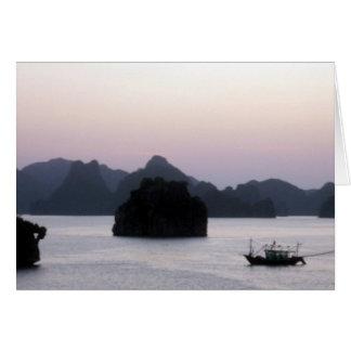 Carte silhouette de baie de halong