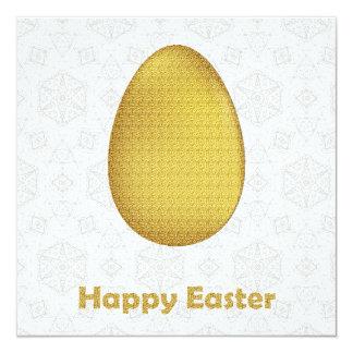Carte Souhaits heureux de Pâques avec l'oeuf d'or