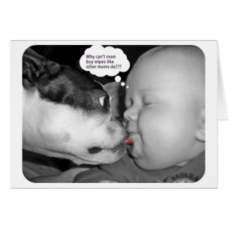 Carte terrier de Boston embrassant un bébé
