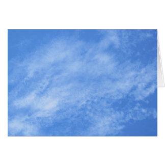 Carte vierge de note--Nuages de ciel bleu