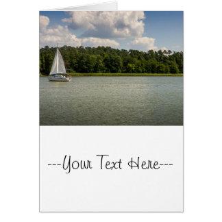 Carte Voilier blanc sur un lac